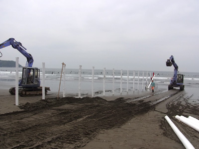 鵠沼海岸 白杭の準備